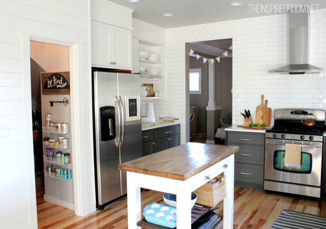 kitchen-with-two-tones-charcoal-and-white-cabinets